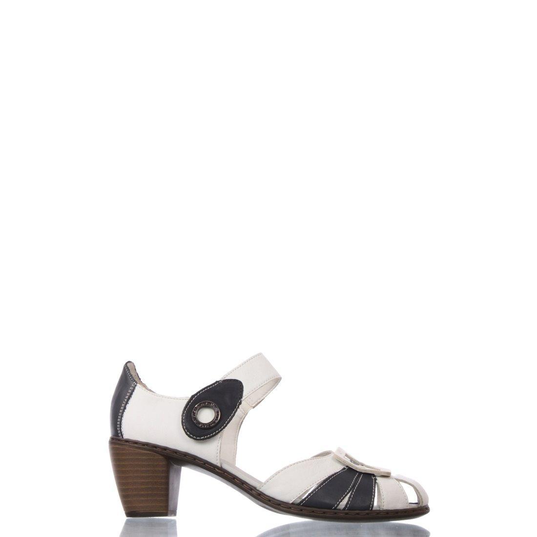 lizhet-gryaznuyu-obuv